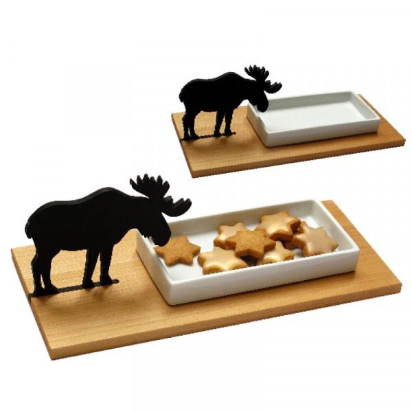 Keksschale Elch von side by side: mit Elch -Silhouette, Spitzahorn-Brett und weißer Porzellanschale. Einmal ohne Inhalt, einmal gefüllt mit Keksen.