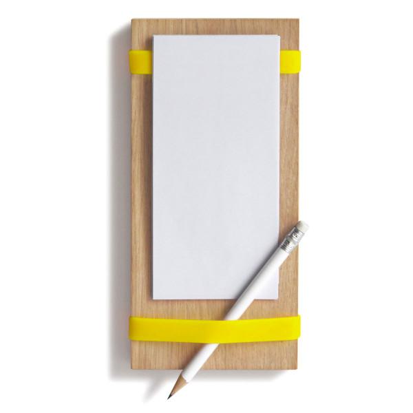 Notizblockhalter Milch, Eier, Butter mit gelben Silikonbändern, Notizzetteln und Bleistift - Frontansicht.