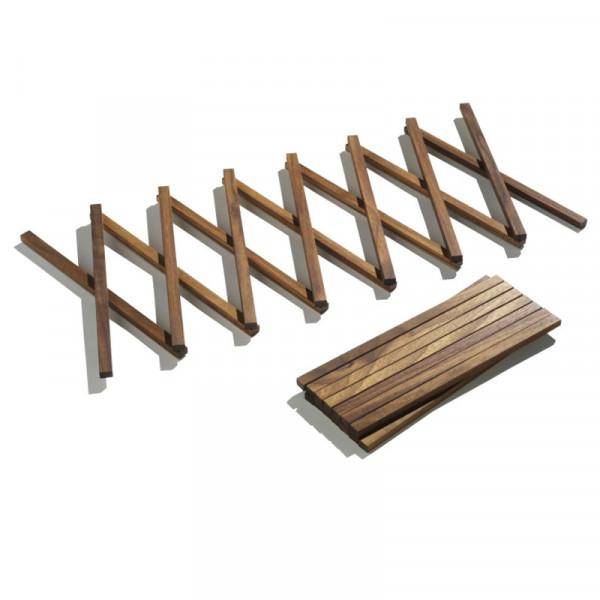 Untersetzer L von side by side: langer, ausziehbarer Untersetzer aus massivem Nussbaumholz.