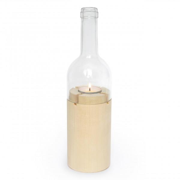 Weinlicht von side by side Design: Windlicht in Weinflaschenform. Holzbasis aus Lindenholz, Aufsatz in klarem Glas (echter Weinflaschenhals)