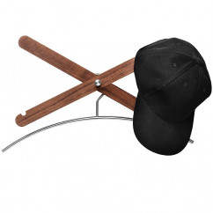 Die Garderobe simply X von side by side - Stimmungsbild mit Mütze und Kleiderhaken.