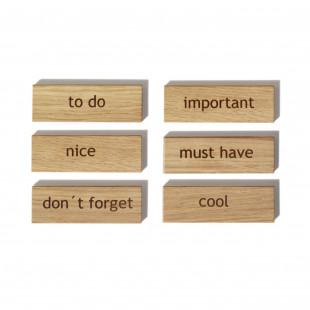 6 Magnete aus Eichenholz - Modell: Words von side by side Design - Set a 6 Stück mit gravierten Wörtern: nice, to do, don´t forget, cool, important und must have.