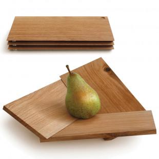Obstschale Oh Là Là von side by side: drei aufeinander gestapelte Eichenbretter und einmal als fertig montierte Schale.