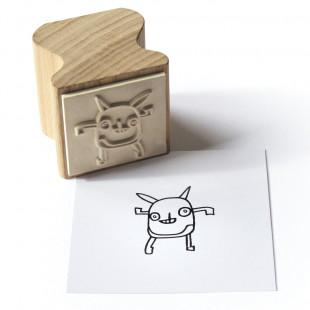 Holzstempel Happi Stamps mit Motiv Little Monster aus Eschenholz von side by side.